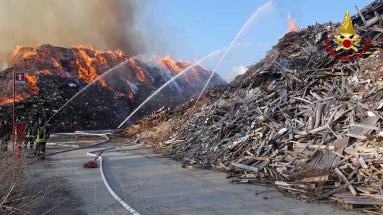 Frossasco incendio area industriale 3
