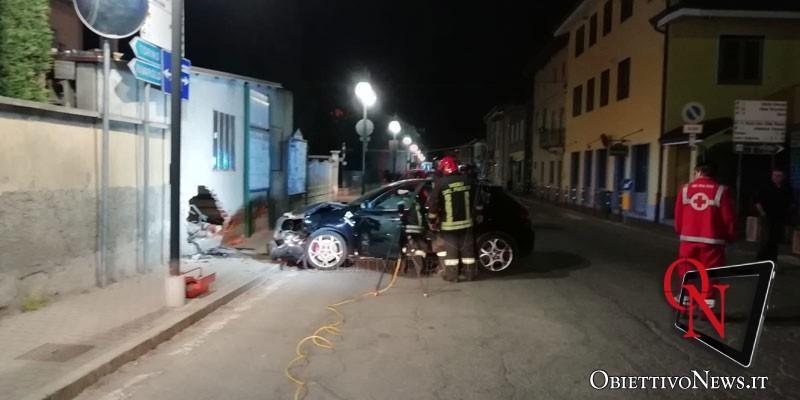 bosconero auto contro muro 1