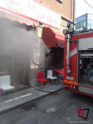 Castellamonte incendio pizzeria3