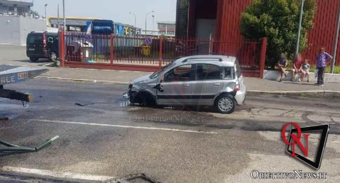 torino scontro auto e carro attrezzi
