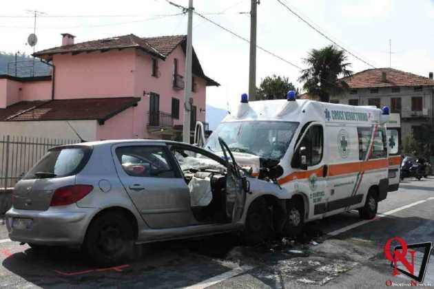 Lanzo scontro auto ambulanza Res