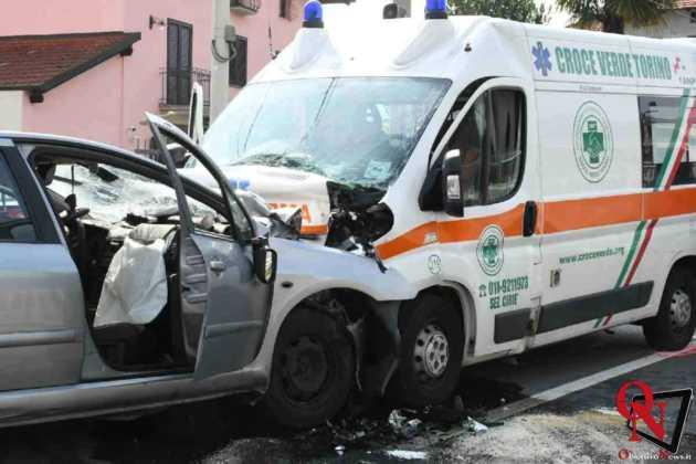 Lanzo scontro auto ambulanza1 Res