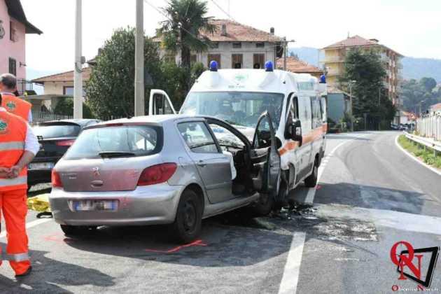 Lanzo scontro auto ambulanza2 Res