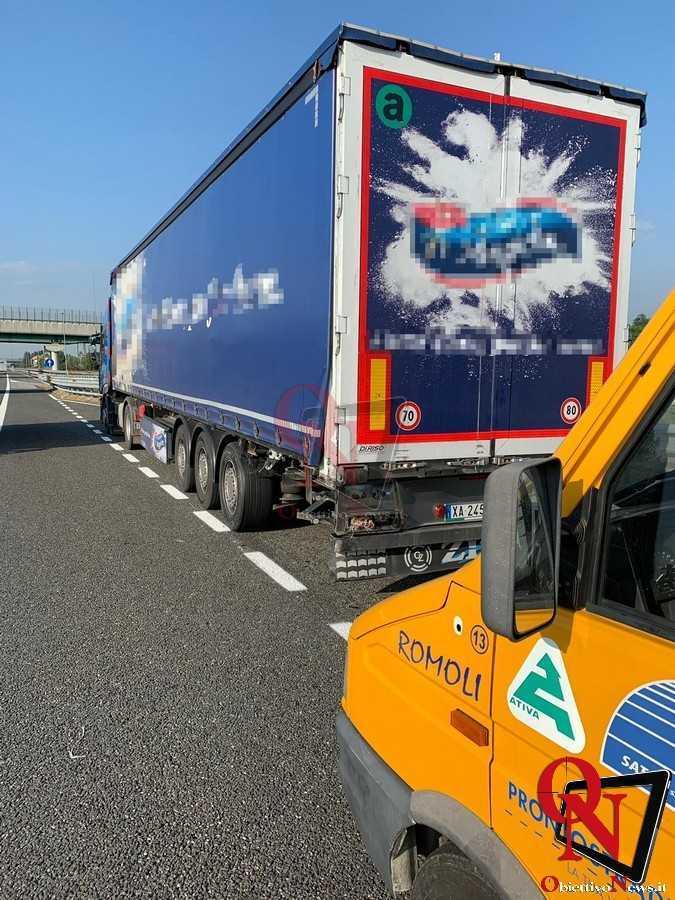 Torino Incidente tangenziale Mercedes contro camion 1