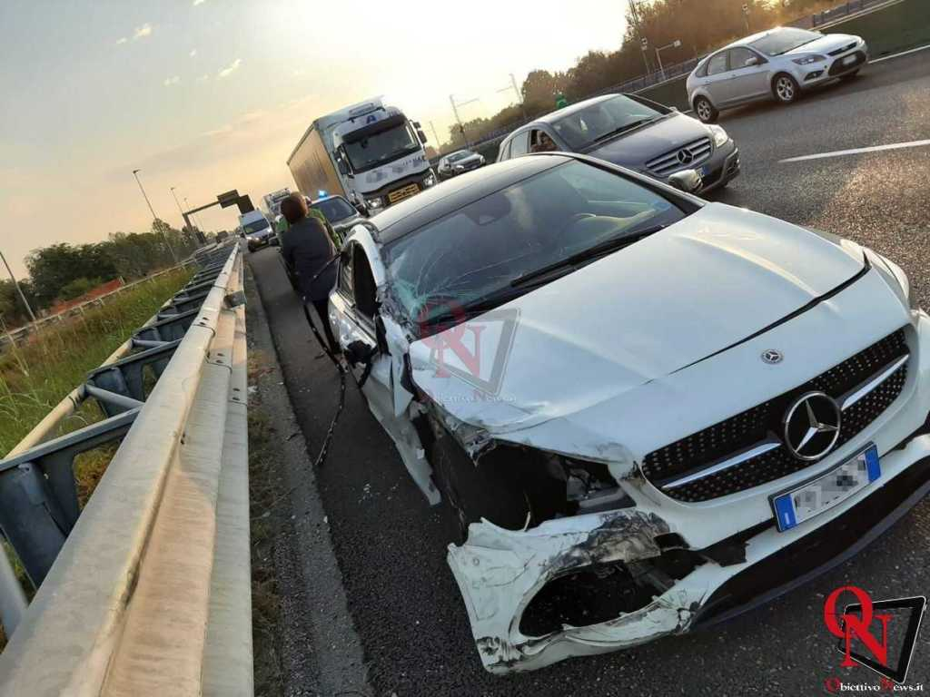 Torino Incidente tangenziale Mercedes contro camion 2