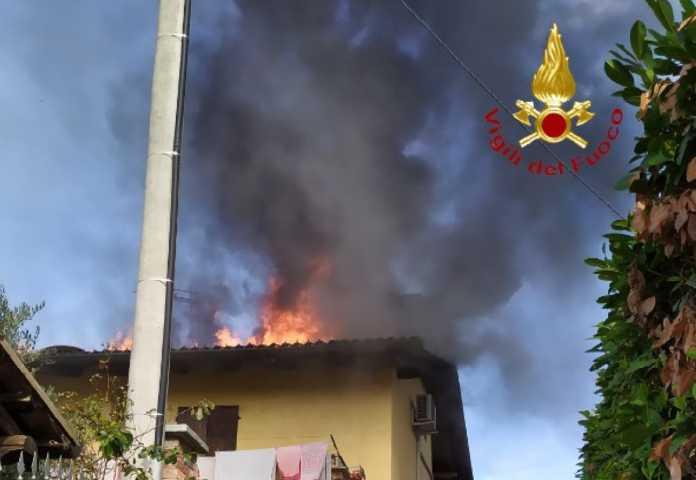 Verrua savoia incendio tetto evid