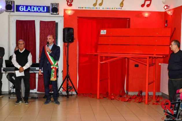 Torino inaugurazione panchina rossa gigante 7 Res