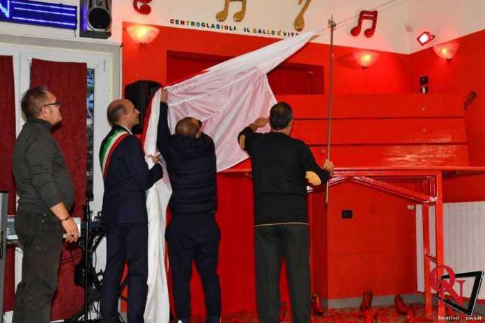 Torino inaugurazione panchina rossa gigante 9 Res