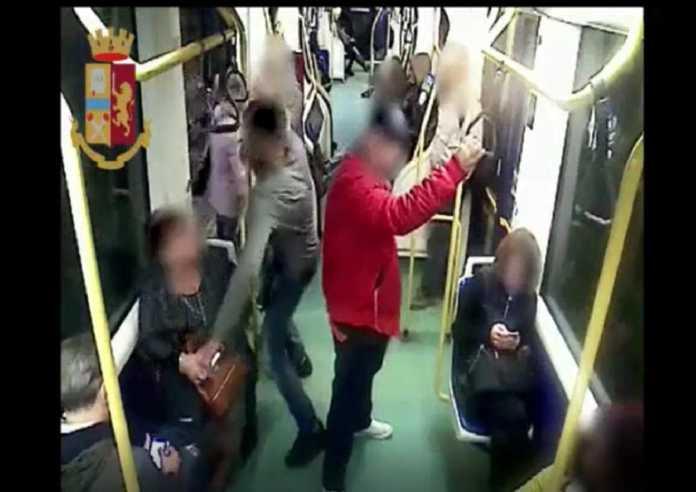 torino scippo tram 1