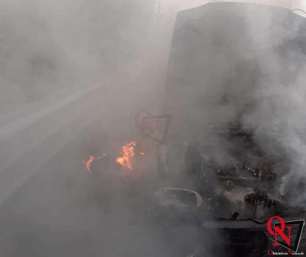 Banchette auto in fiamme 1 Res