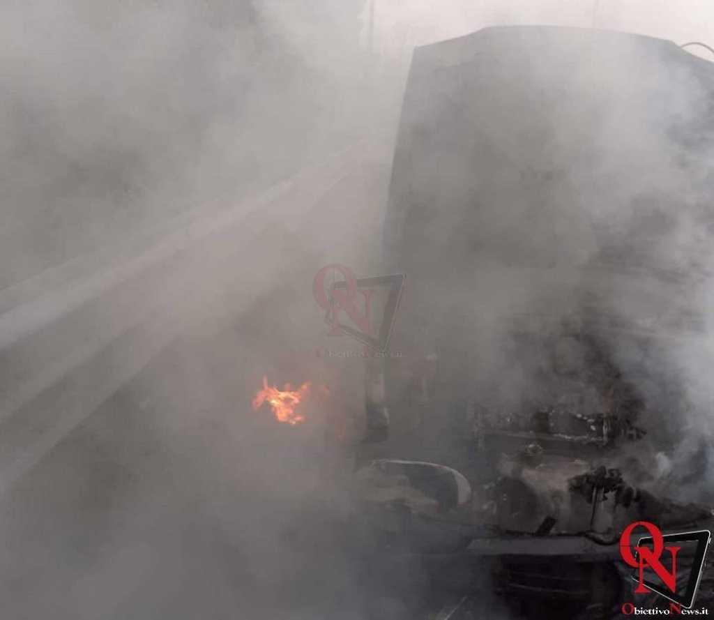 Banchette auto in fiamme 3 Res