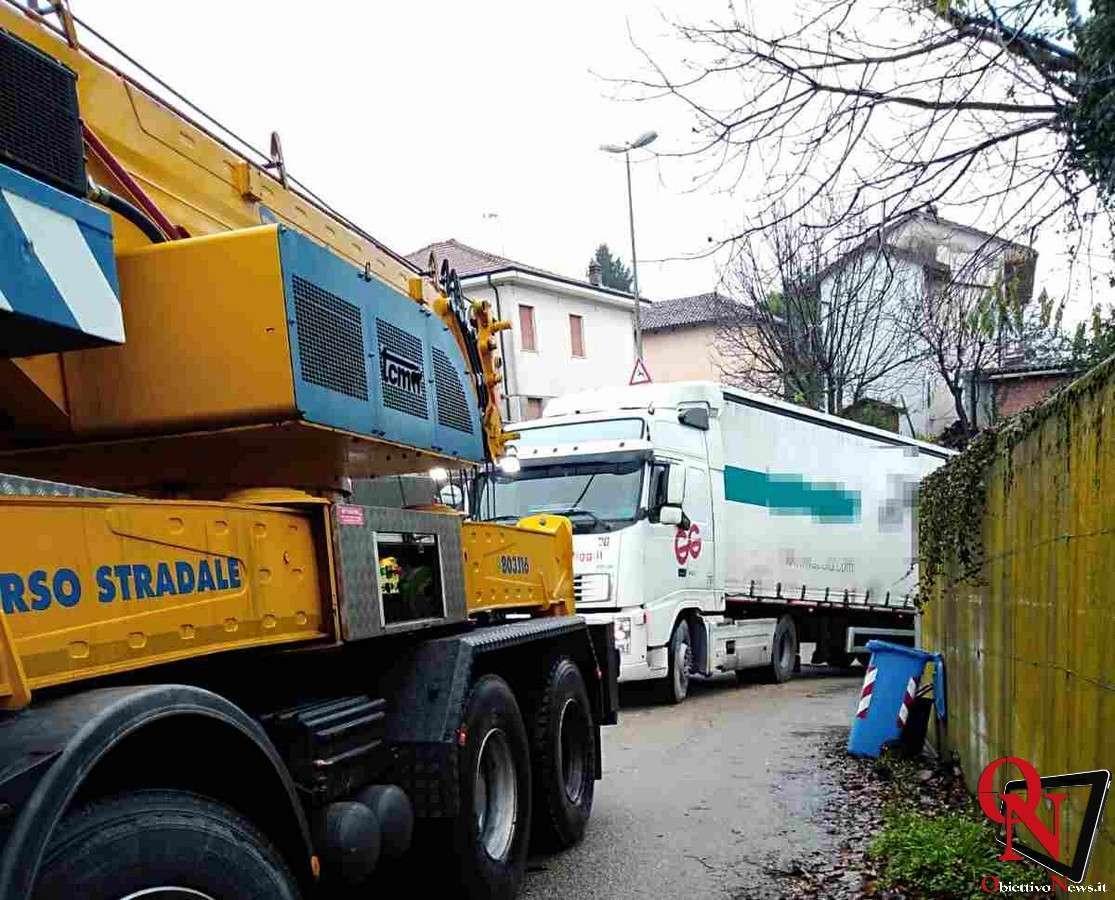 baldissero camion incastrato 2 Res
