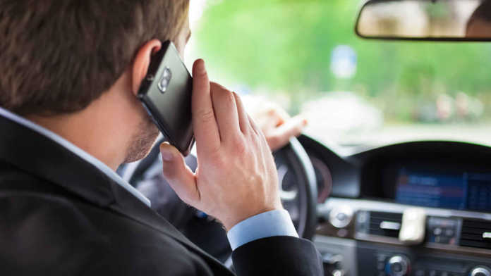 Guida con il telefonino