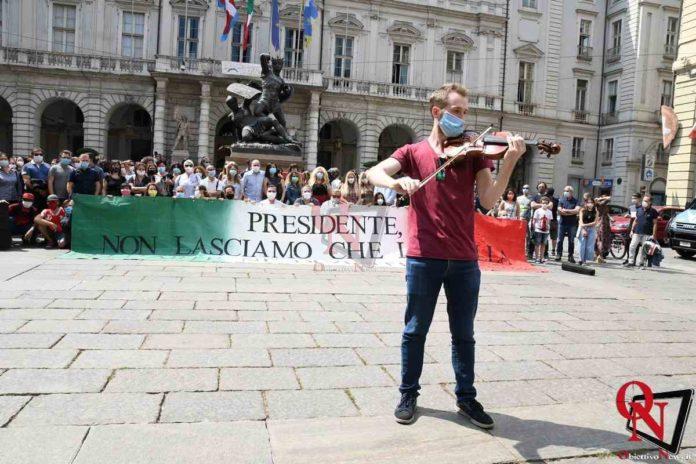 Torino Flash Mob lavoratori Teatro Regio 7