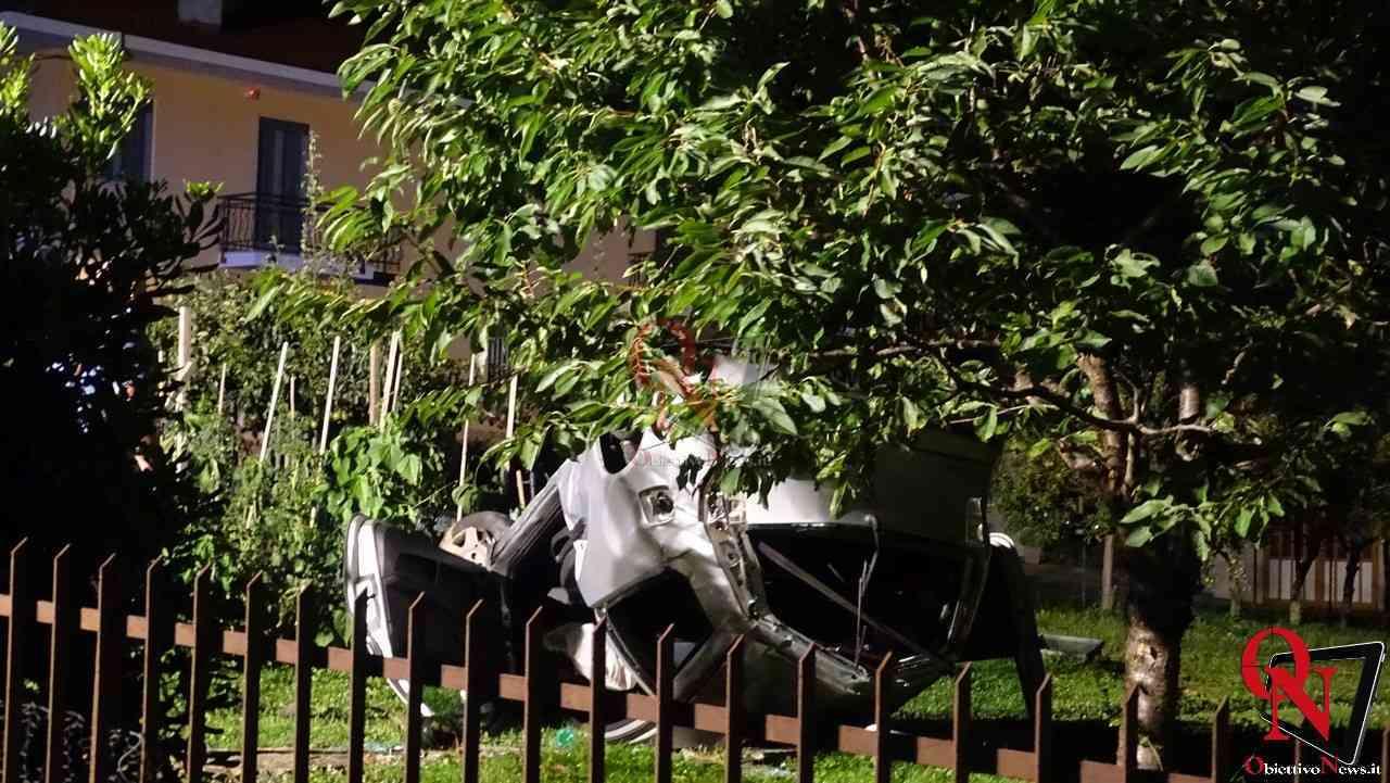 Forno Canavese Auto in giardino 1