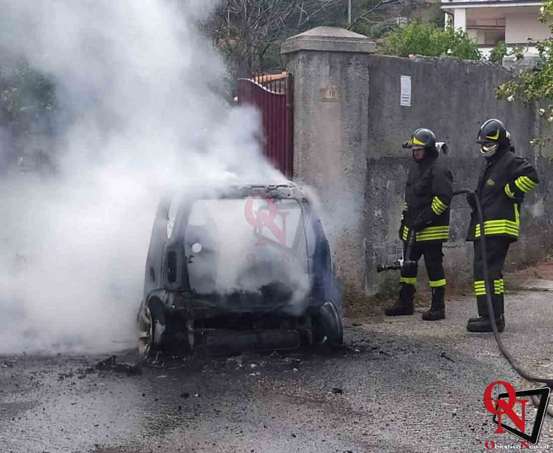 vistrorio auto in fiamme Res 1